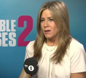 Jennifer Aniston fait vivre un cauchemar à Chris Stark, lors d'une interview pour la BBC 1.