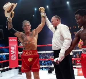 Mickey Rourke, vainqueur d'un match de boxe... truqué