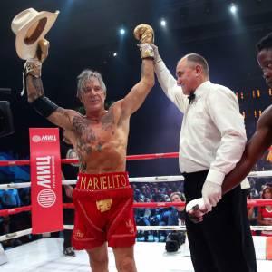 Mickey Rourke a été déclaré vainqueur de son premier match en 18 ans, organisé le 28 novembre à Moscou.