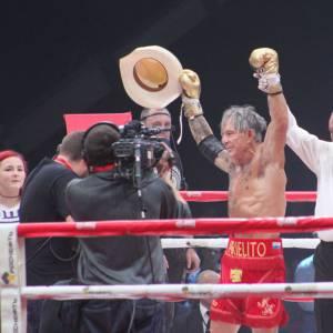 À 62 ans, alors qu'Hollywood semble lui avoir tourné le dos, Mickey Rourke a décidé de se donner une nouvelle chance sur le ring.