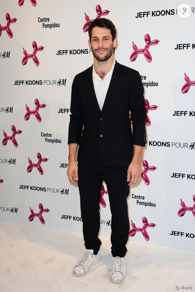 Simon porte alias mr jacquemus la soir e jeff koons x h for Porte jarretelle h m