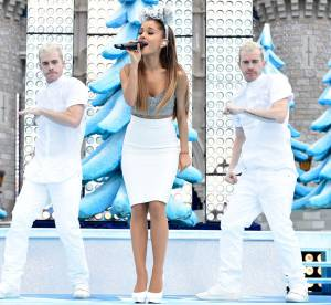 """Ariana Grande : princesse sexy et moderne pour la parade """"Frozen"""" à Disney World"""