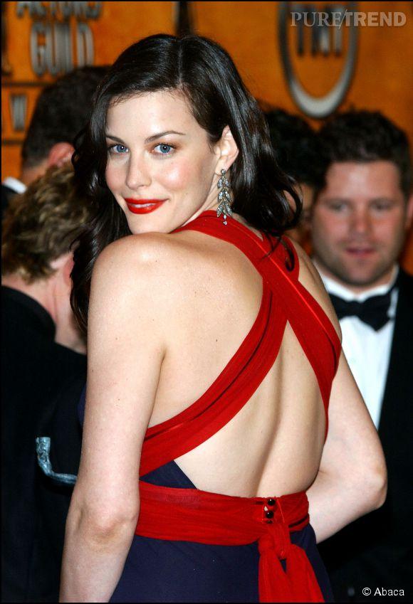 Liv Tyler confime que le rouge va toujours très bien aux brunes...