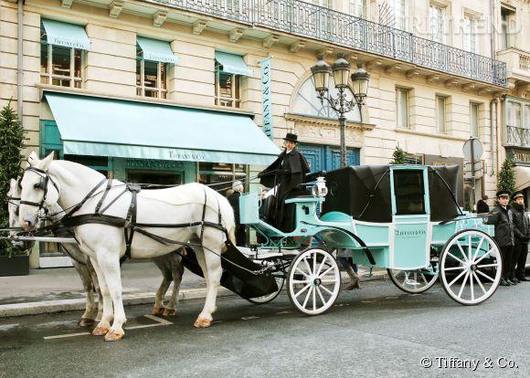 La calèche Tiffany & Co. rue de la Paix à Paris.