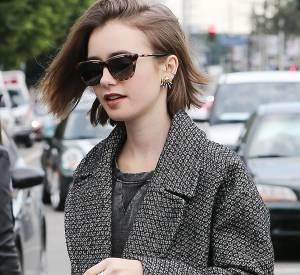 Lily Collins mise toujours sur quelques accessoires, bijoux originaux ainsi qu'une coiffure tendance et du vernis fatal pour réveiller son look...