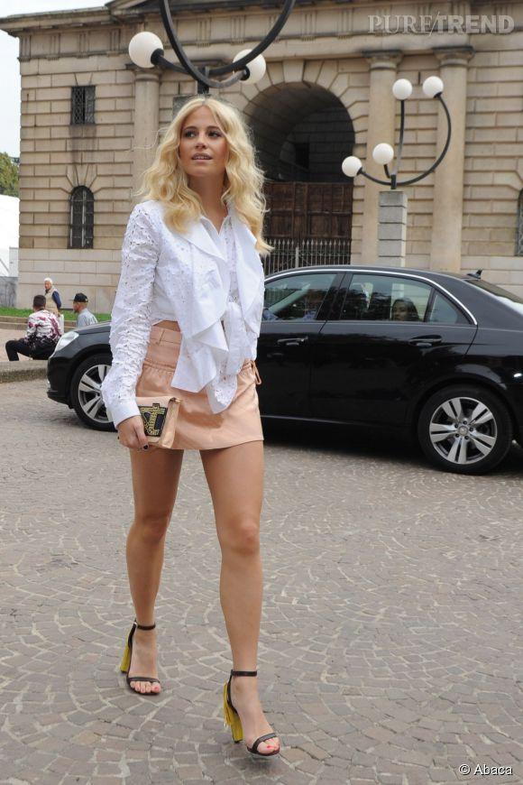 Véritable gravure de mode à Milan pour la Fashion Week.
