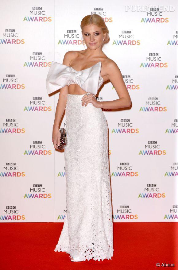 Pixie Lott et son ensemble noeud, le coup de coeur des BBC Awards 2014.