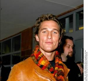 Le jeune Matthew McConaughey décontracté pour les tapis rouges.