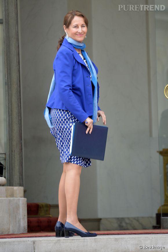 Ségolène Royal, en total look bleu ce matin pour assister au conseil des ministres.