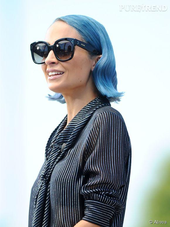 Ici elle portait les cheveux bleus, c'était pendant l'été.