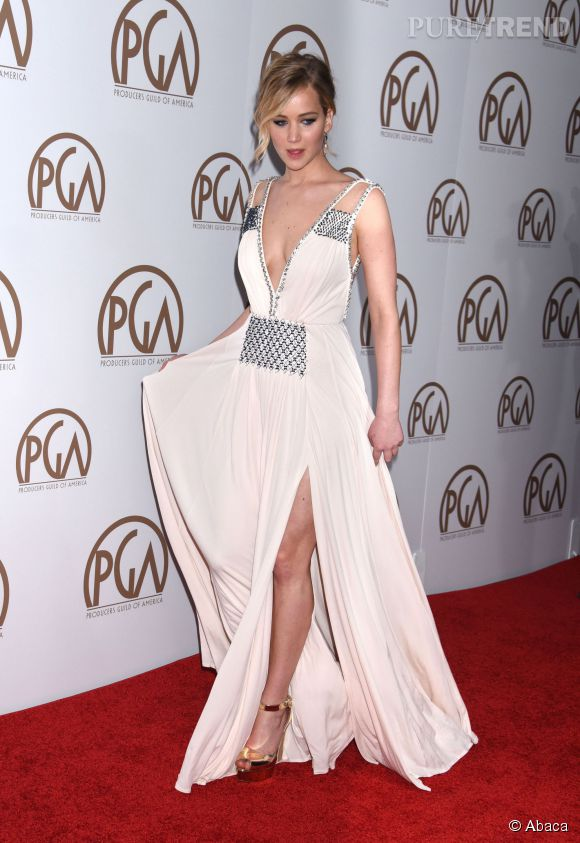 Jennifer Lawrence se transforme en déesse romaine dans une robe Prada aux Producer Guild Awards 2015.