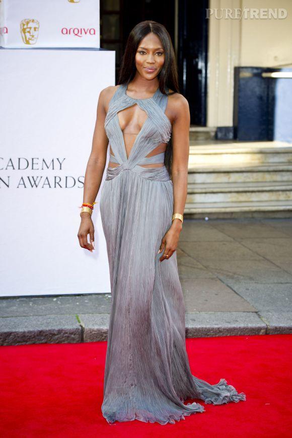 Naomi Campbell, une déesse version Roberto Cavalli pour la cérémonie des BAFTA Awards à Londres, en 2014.