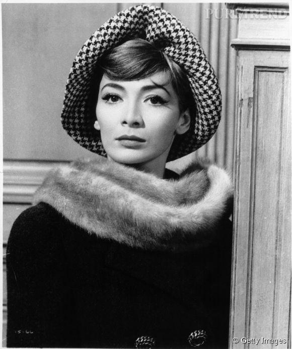 Juliette Gréco, l'une des grandes dames de la chanson française, photographiée en 1960.