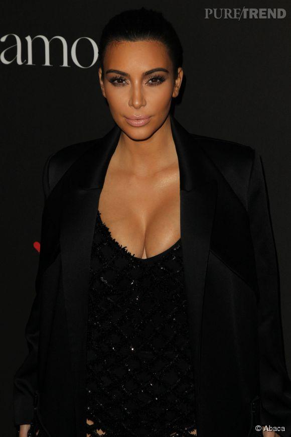 Kim Kardashian, après ses fesses en l'air, une photo filtre sur les réseaux sociaux montrant la bimbo intégralement nue pour Love Magazine.