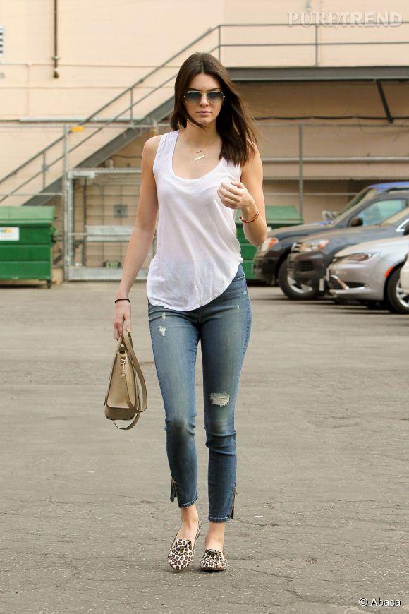 Profitant du soleil californien, Kendall Jenner fait mouche lorsqu'elle reste très casual.