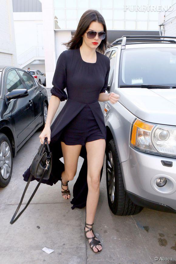 Kendall Jenner joue avec les longueurs pour un rendu ultra sexy.
