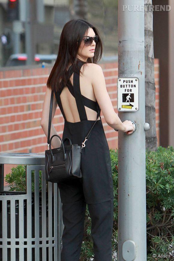 Kendall Jenner dévoile son dos à tomber dans une superbe combinaison noire.