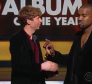 Kanye West, mécontent de la victoire de Beck aux Grammy Awards. Une habitude chez lui lors des remises de prix.
