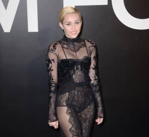 Miley Cyrus provocante et sexy, elle montre sa culotte