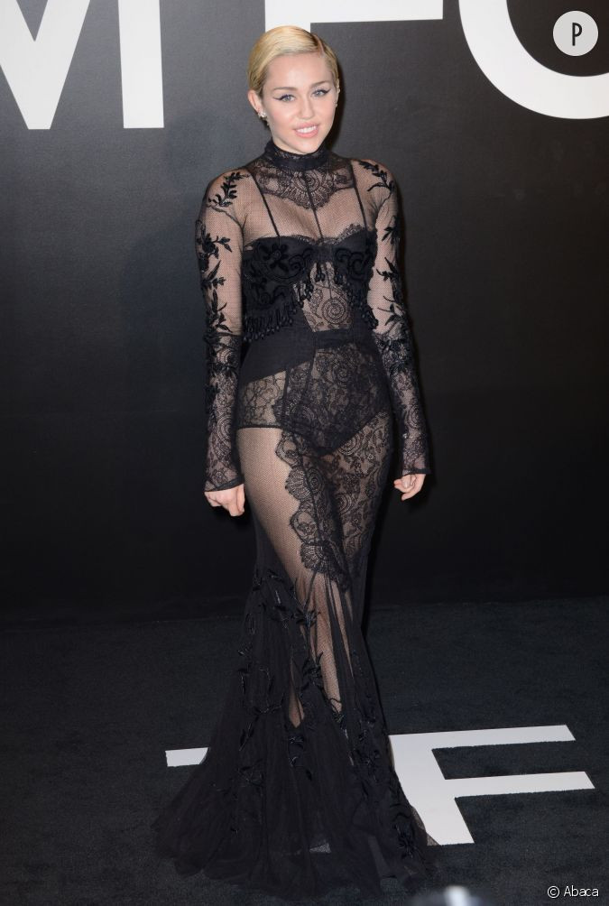 Cest chaud : Miley Cyrus dvoile sa petite culotte sur le