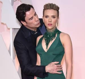 John Travolta, un boulet aux Oscars : son baiser gênant à Scarlett Johansson