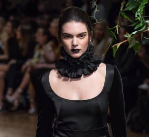 Kendall Jenner gothique chez Giles, métamorphosée mais toujours sexy