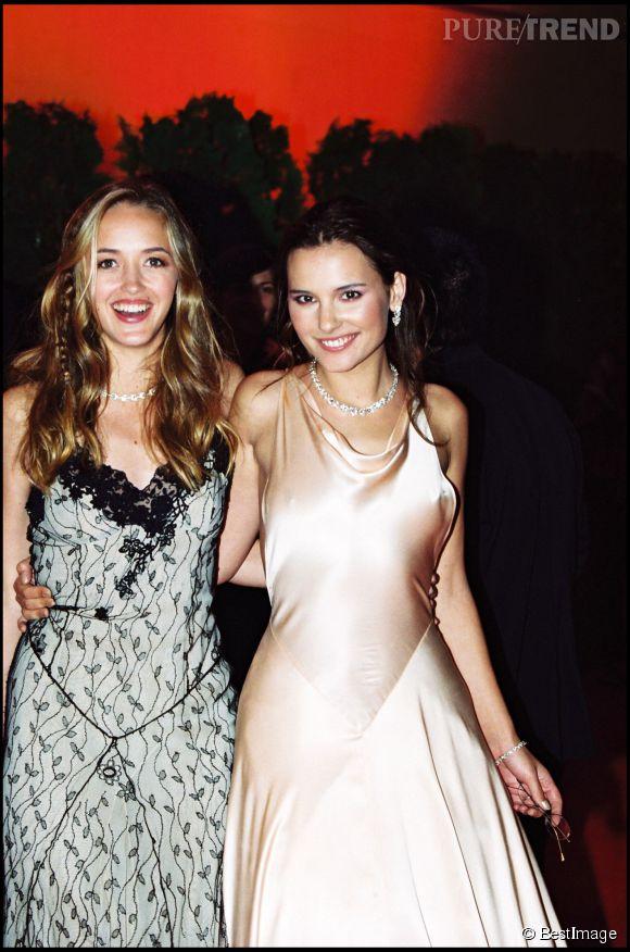 Hélène de Fougerolles aux côtés de sa copine Virginie Ledoyen au festival de Cannes en 2000.