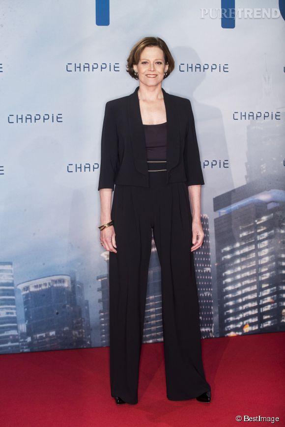Sigourney Weaver prend la pose avec chic, distinction et un visage garanti 100% naturel !
