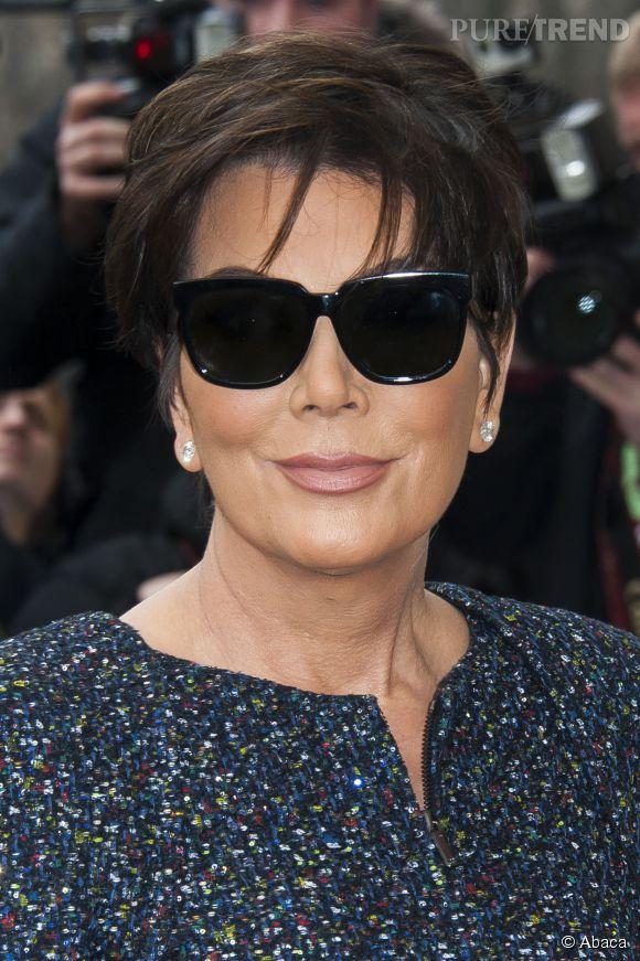 Kris Jenner, éclipsée par ses filles à la Fashion Week de Paris.