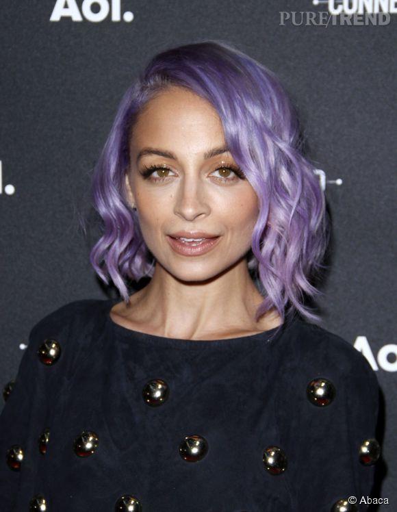 A oser comme Nicole Richie : le carré flou violet ! Les ondulations mettent en valeur sa coloration.