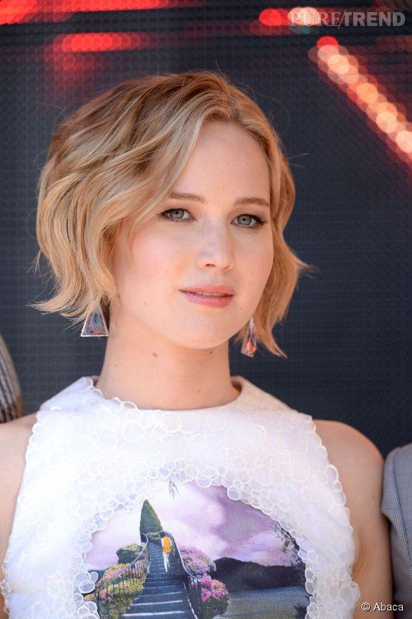 Le carré adopte la tendance wavy. Jennifer Lawrence notamment succombe au wob.