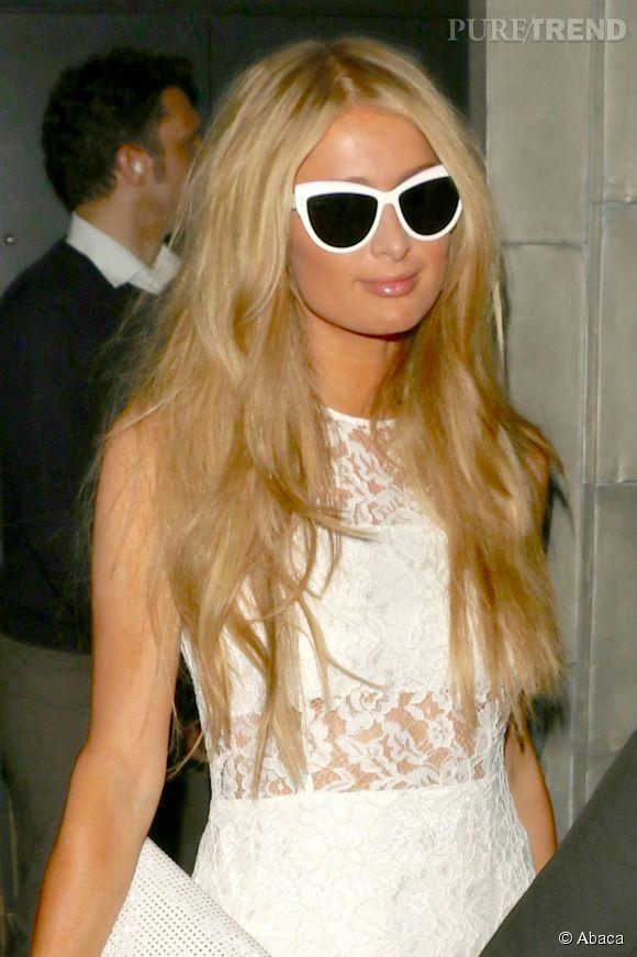 Tout habillée, Paris Hilton en serait presque méconnaissable.