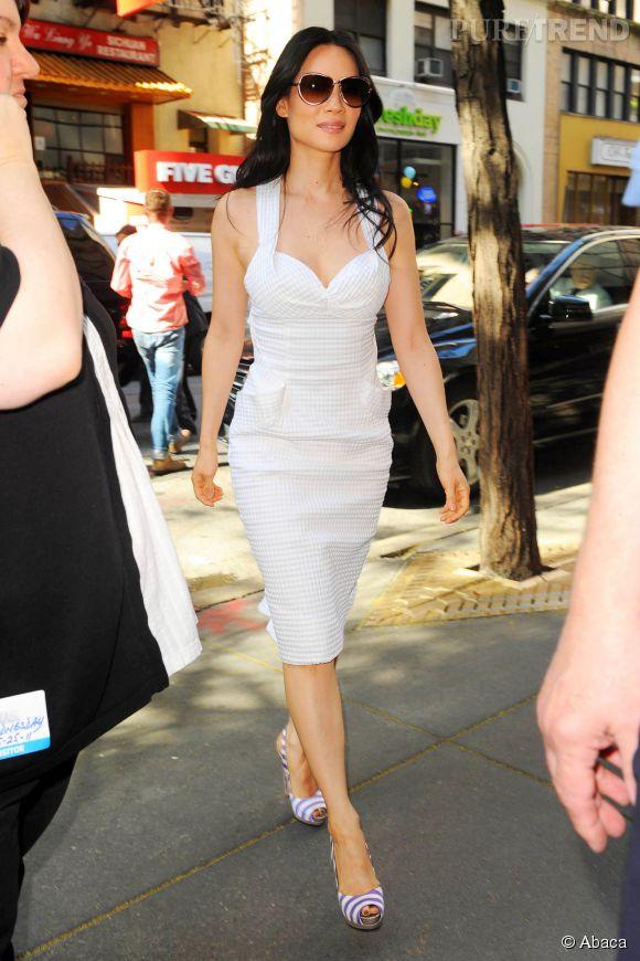 Lucy Liu une vraie lady dans sa robe rétro.