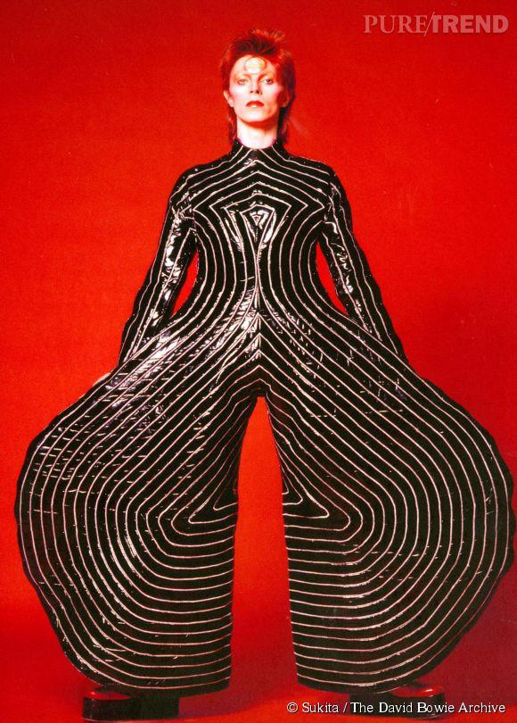 """Costume de scène dessiné par Kansai Yamamoto pour leAladdin Sane Tour, 1973. Issu de l'exposition """"David Bowie is"""", jusqu'au 31 mai 2015 à la Philharmonie de Paris."""