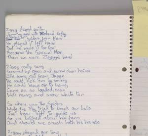 """Manuscrit original de David Bowie de la chanson """"ZiggyStardust"""", 1972. Courtesy of The David Bowie Archive. Issu de l'exposition """"David Bowie is"""", jusqu'au 31 mai 2015 à la Philharmonie de Paris."""