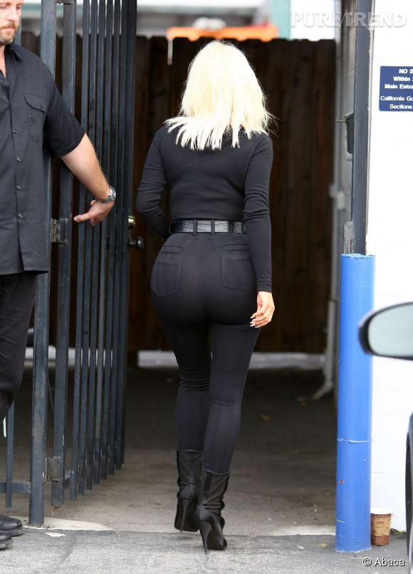 Le popotin de Kim Kardashian, plus bombé que jamais.