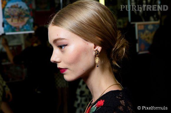 Le chignon est un must capillaire facile à amadouer à l'image de la coiffure signée Dolce & Gabbana.