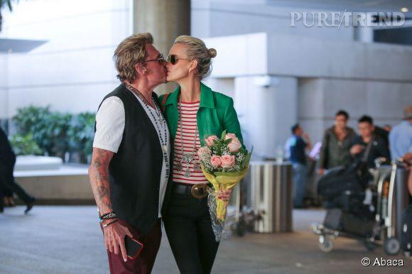 Le 13 mars dernier, à l'aéroport de Los Angeles, Laeticia Hallyday a étéaccueillipar Johnnyavec un beau bouquet de fleurs.