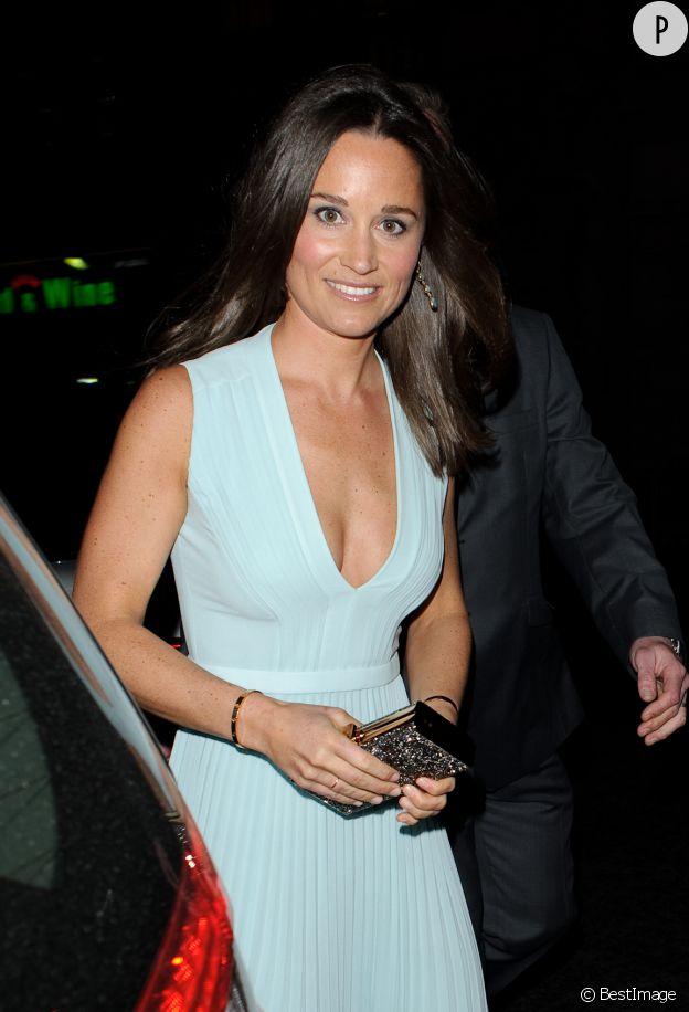 Pippa Middleton et son décolleté XXL mercredi soir à Londres.