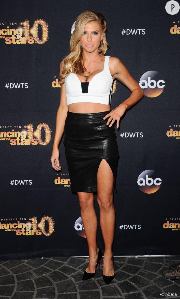 Charlotte McKinney, un look XS pour un effet XL à Los Angeles le 16 mars 2015.
