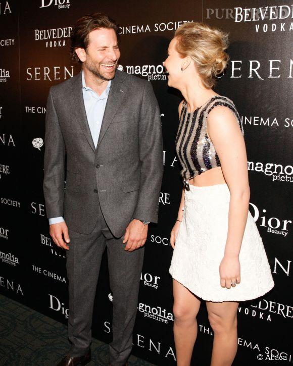 Bradley Cooper et Jennifer Lawrence très complices à New York le 21 mars 2015.