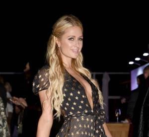 Paris Hilton : un décolleté jusqu'au nombril pour la djette