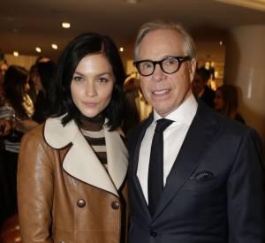 Le créateur Tommy Hilfiger et Leigh Lezark à l'inauguration de la nouvelle boutique Tommy Hilfiger à Paris, ce mardi 31 mars 2015.