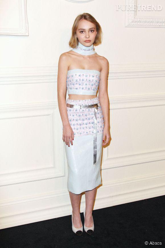 La fille de Vanessa Paradis, Lily-Rose Depp, affiche une taille de guêpe en total look Chanel Couture Printemps-Eté 2015.