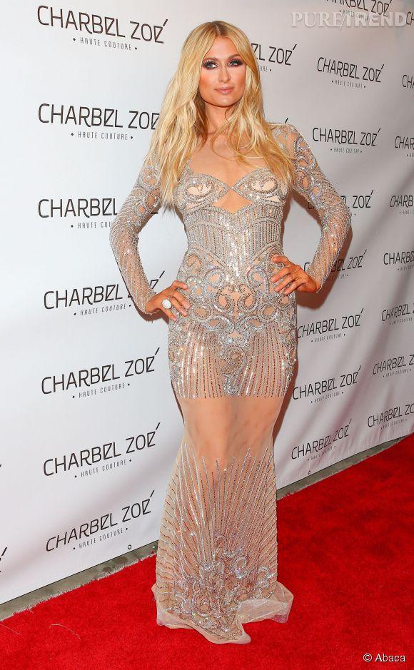 Paris Hilton dans un fourreau irisé.