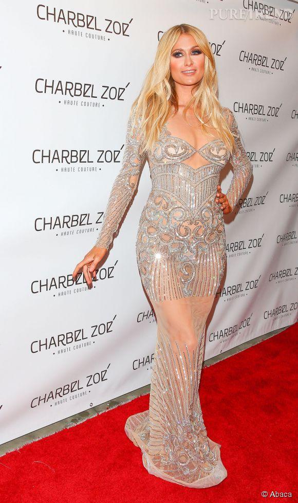 Paris Hilton très sexy dans sa robe transparente.