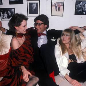 """Yves Saint-Laurent avec Betty Catroux et Loulou de la Falaise en 1979. """"Lagerfeld / Saint Laurent - Une guerre en dentelles"""" ce jeudi 9 avril 2015 sur France 5 à 21h40."""