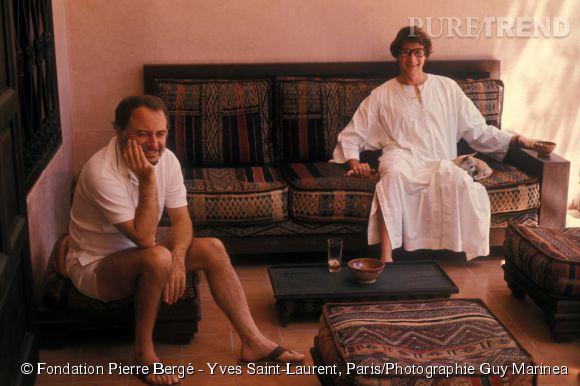 """Yves Saint-Laurent et Pierre Bergé à Marrakech en 1977. """"Lagerfeld / Saint Laurent - Une guerre en dentelles"""" ce jeudi 9 avril 2015 sur  France 5  à 21h40."""