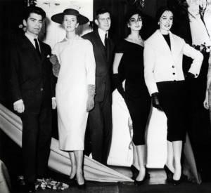 """25 Novembre 1957, Yves Saint Laurent et Karl Lagerfeld sont lauréats du Prix du Secrétariat de la laine. """"Lagerfeld - Saint Laurent - Une guerre en dentelles"""""""