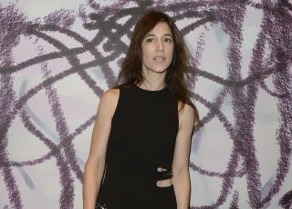 "Charlotte Gainsbourg affole Paris en mini pour ""Everything Will Be Fine"""